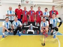 Товарищеский матч по флорболу в честь Дня Победы провели преподаватели ДВГАФК.